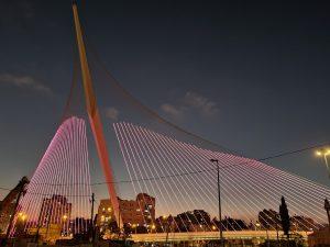 הארת גשר המיתרים בירושלים לרגל חודש המודעות לסרטן השד